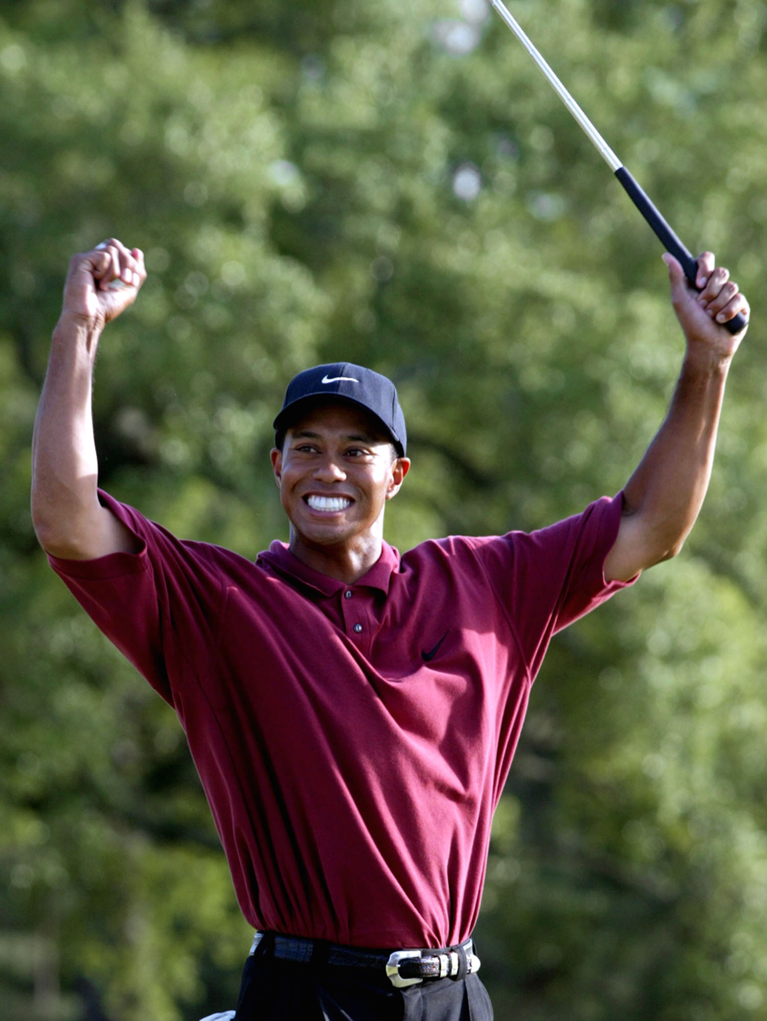 2002: Woods wins second consecutive Masters